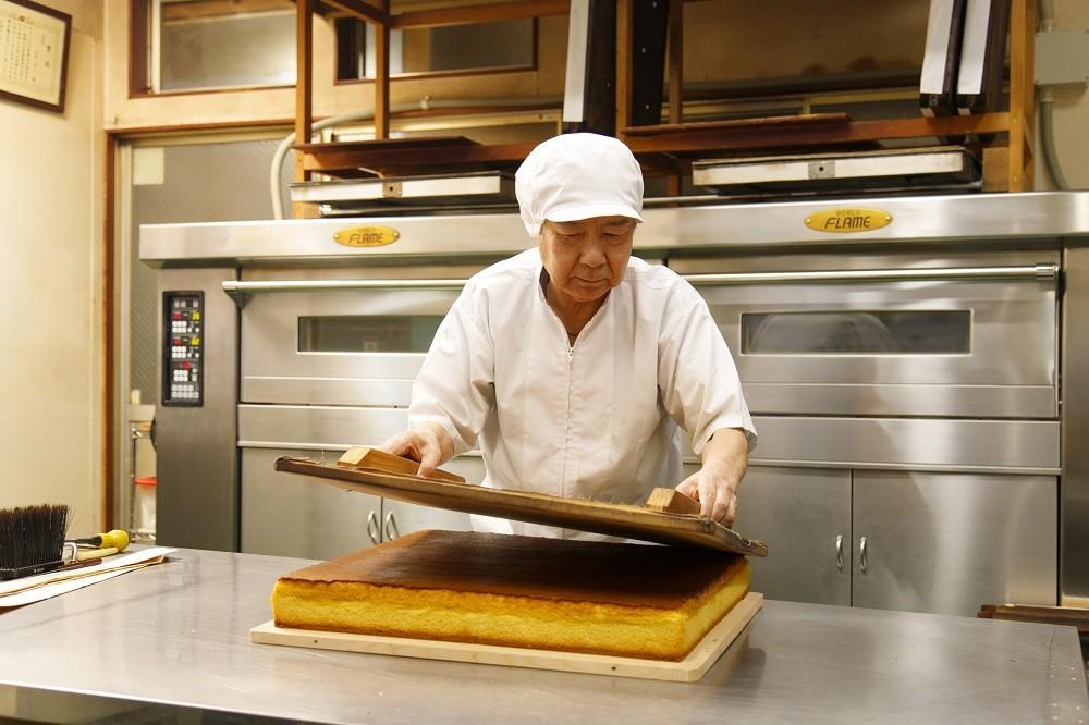 職人が一つの焼き釜で昔ながらの製法を守りながら心をこめて焼いています