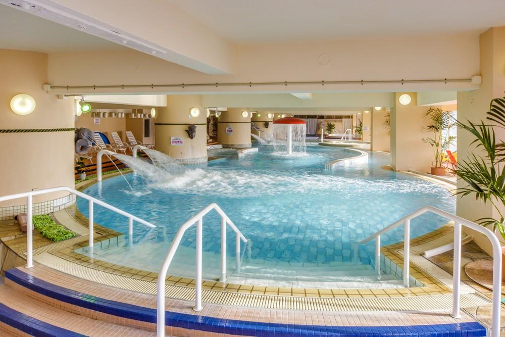 全天候型温浴施設「クアパーク」や天然温泉大浴場で癒される