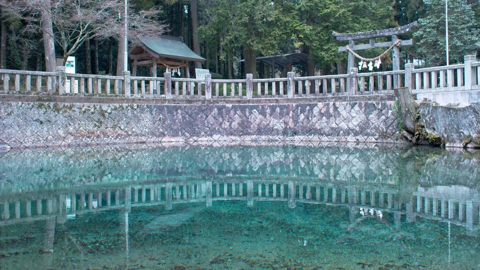 日本銘水百選の一つに数えられる「弁天の湧水」