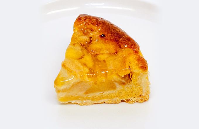 POINT3. 甘酸っぱいりんごがぎっしり入ったタルトです