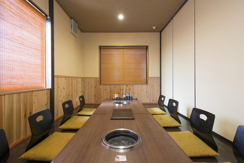 ゆっくりとお食事が楽しめるよう、大小個室をご用意しています