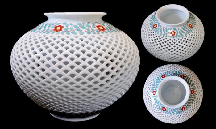 色絵唐花文青海波透かし彫り花瓶(径32×高26cm)