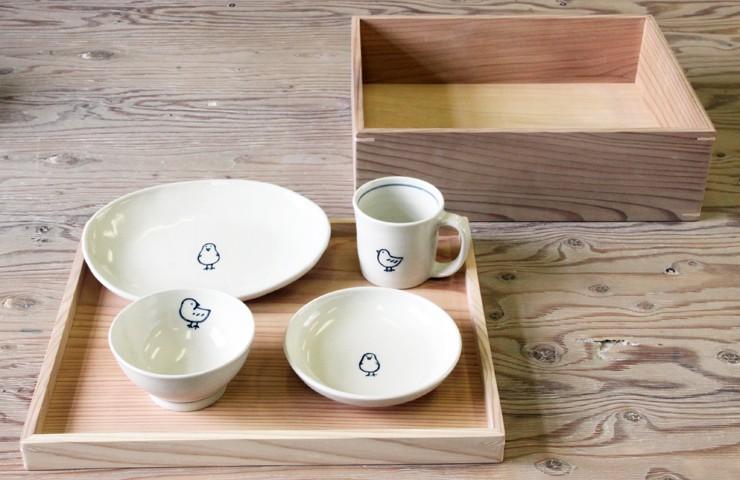 杉材の赤身と白太を使用。