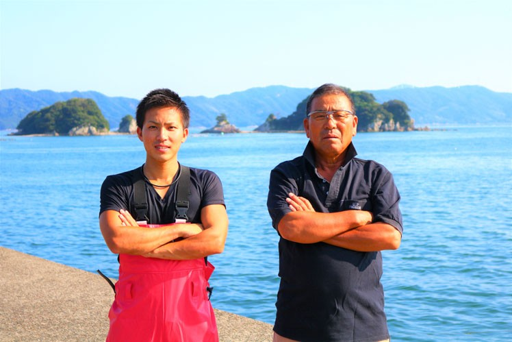厳しくも優しいお父さまと(右)と息子の俊慶さん。