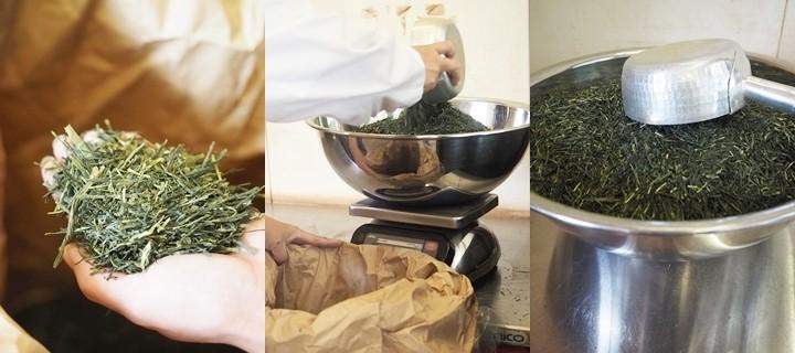 焙煎前の茶葉は青々  手作業で量ります 一回分、なかなか多いですね!
