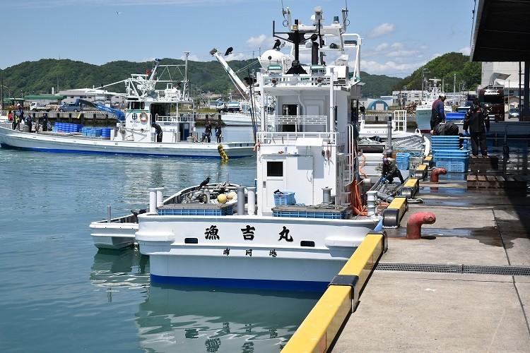 (有)三水漁業所有の鮭定置網漁船「漁吉丸」