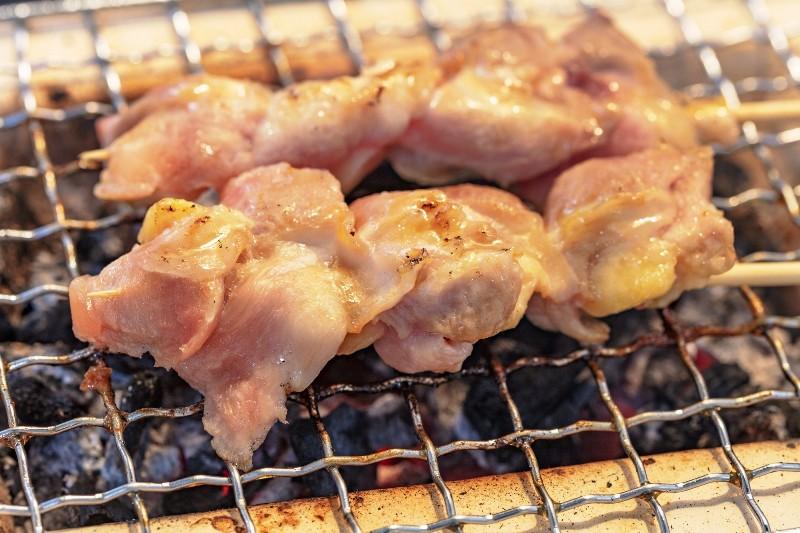 鶏肉はひと口もも肉ムネ肉なので焼き鳥でもOK!