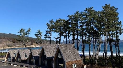 浪板海岸の目の前に工房とShopがあります。波の音が心地いい