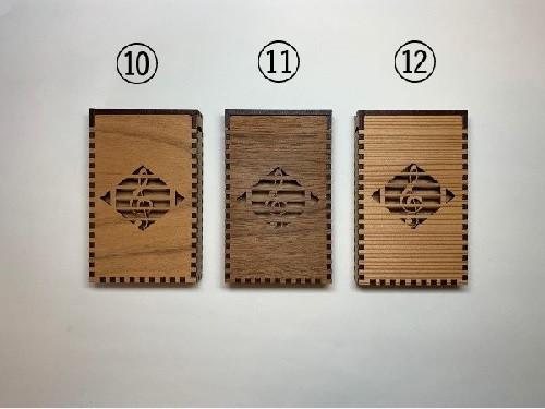 ト音記号 (左から、桜・ウォルナット・杉)