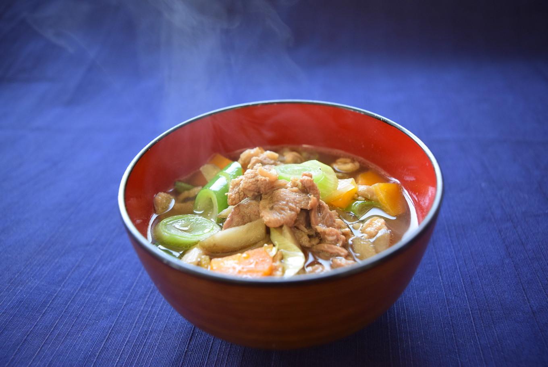 体の芯から温まる、野菜たっぷり鴨汁。ご飯がすすみます