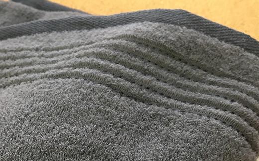 タオルの両端にはシルク糸タッチの上品な地模様
