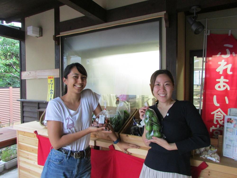 地域おこし協力隊の藤原さん(左)と夏川戸さん(右)
