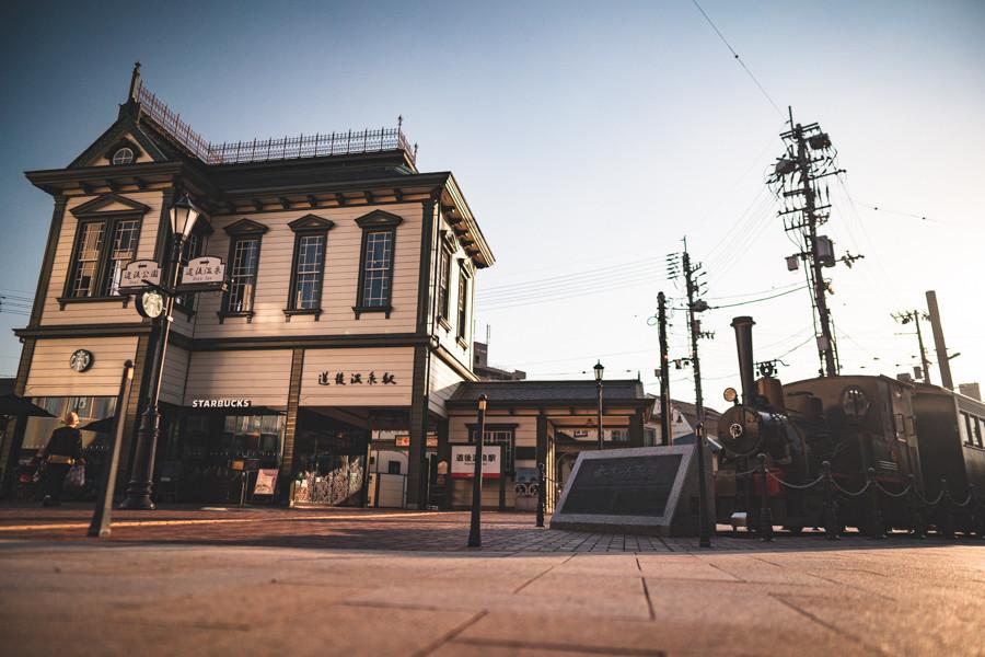 撮影地:道後温泉駅