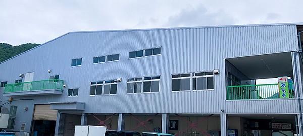 再建したTRS食品の工場「潮風堂」です。