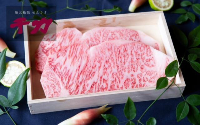 美しい霜降りの松阪牛サーロインステーキを桐箱でお届け。