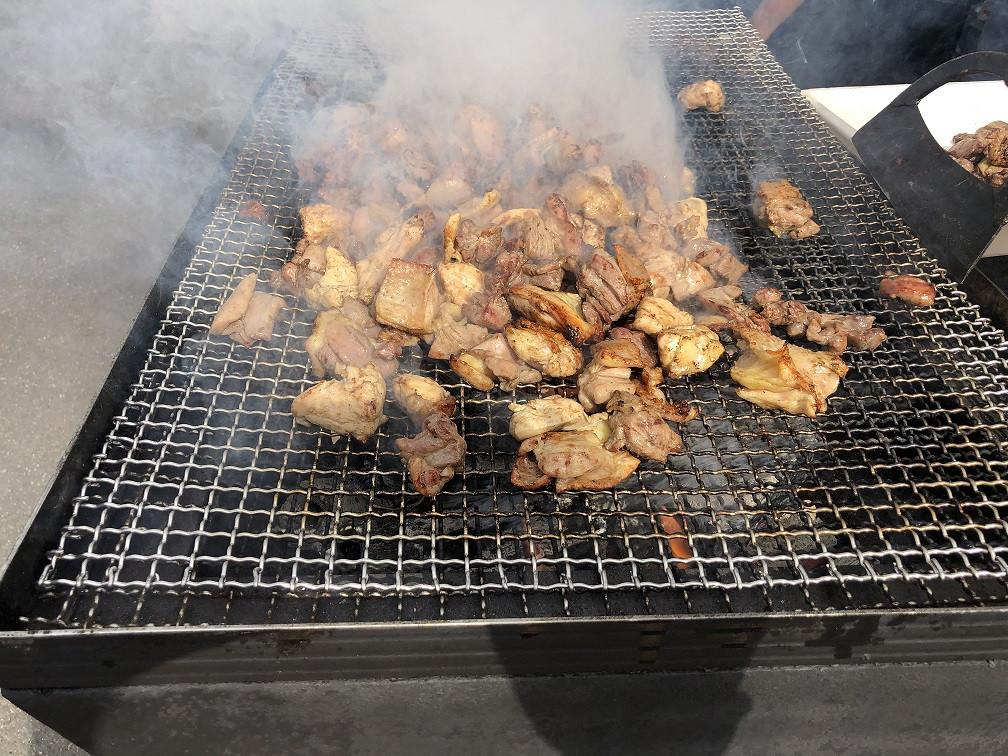 町内のお祭りやイベントでも新得地鶏の炭火焼きは大人気!