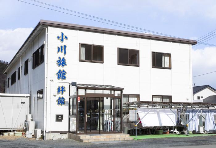 震災後に再建された 旅館「絆館」