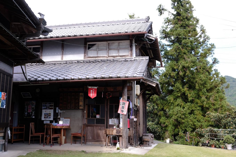 杉友さんのお家の蔵を改築し、梅酒を販売しています