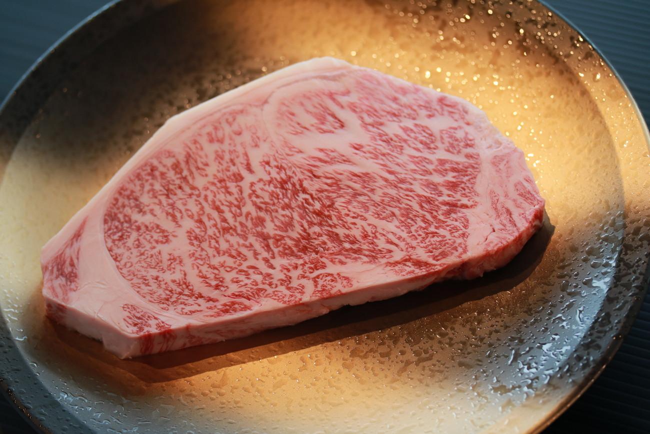 佐賀牛ロースステーキ300g 肉厚1cm超えです
