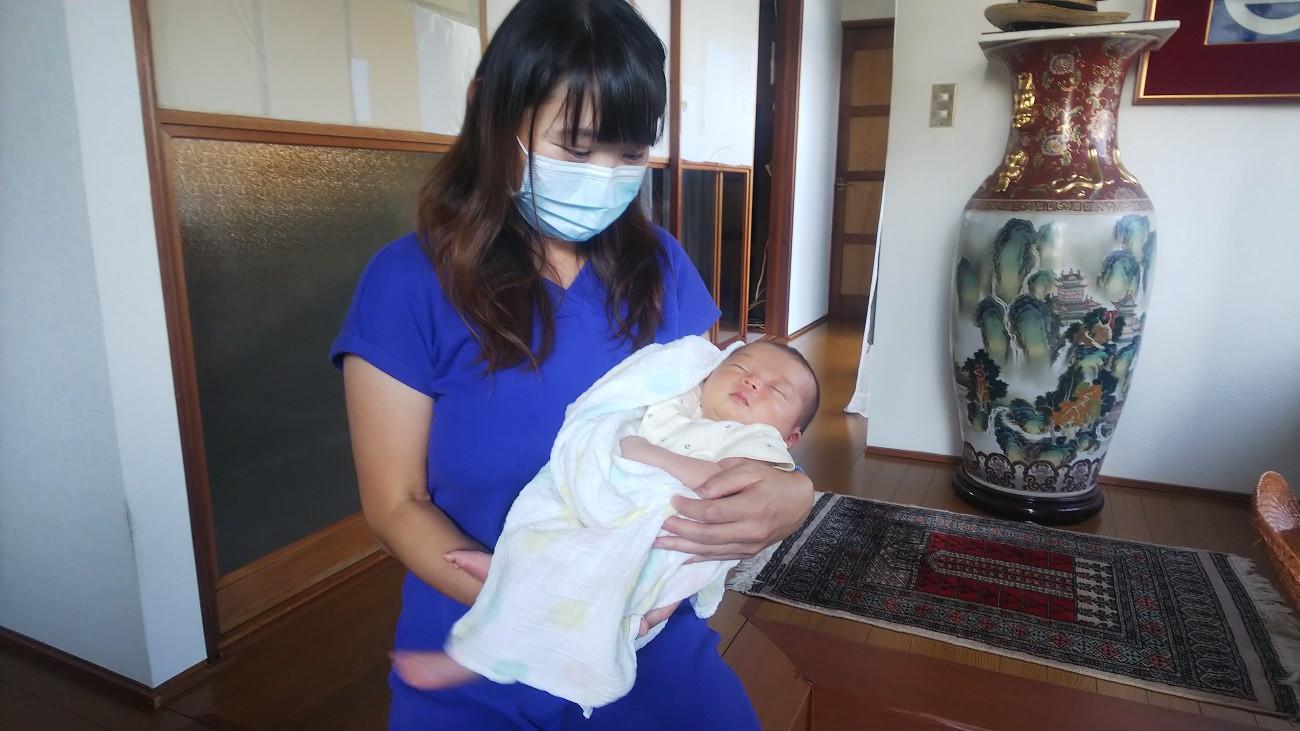 須田さんの娘さんと、7月に産まれたばかりのお孫さん