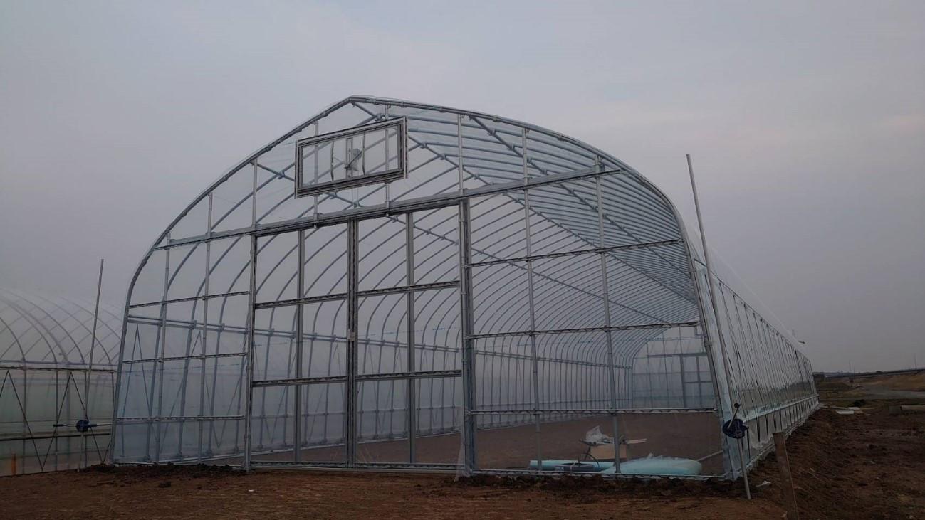 (例)幅5.4m×奥行18m、巻上式、妻窓付、園芸仕様