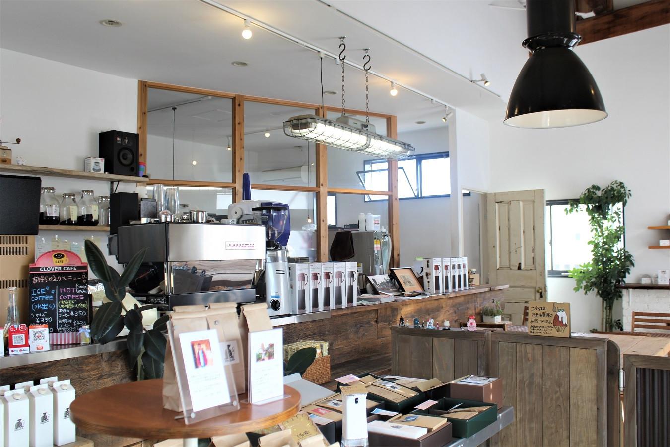 コーヒー・ア・ゴー!ゴー!店内の様子。旬のコーヒーが並ぶ。