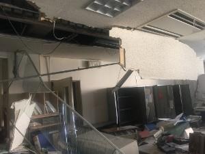 震度6強以上が観測されたのは、8市町村。 大津町では、住居が全壊した件数も多く、半壊も150件以上確認されています。また、国指定文化財である「江藤家住宅」も被害を受けました。 役場庁舎も、地震により大きな被害を受け、通常業務を行うことができなくなりました。現在は、庁舎機能を各施設に分散して、サービス業務を行っています。