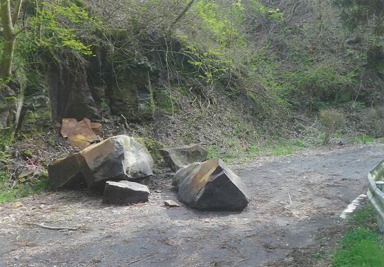 地震による落石