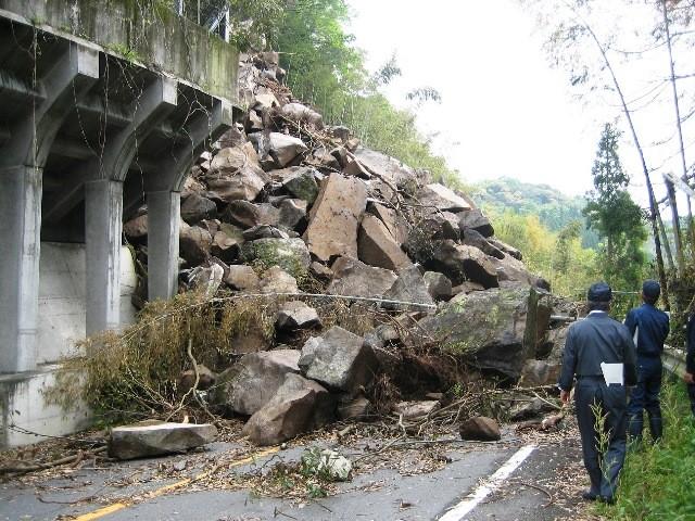 (熊本県上益城郡)御船町の被害状況 国道445号線