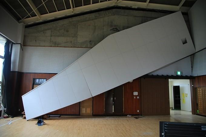 壁が落下した中学校の武道場