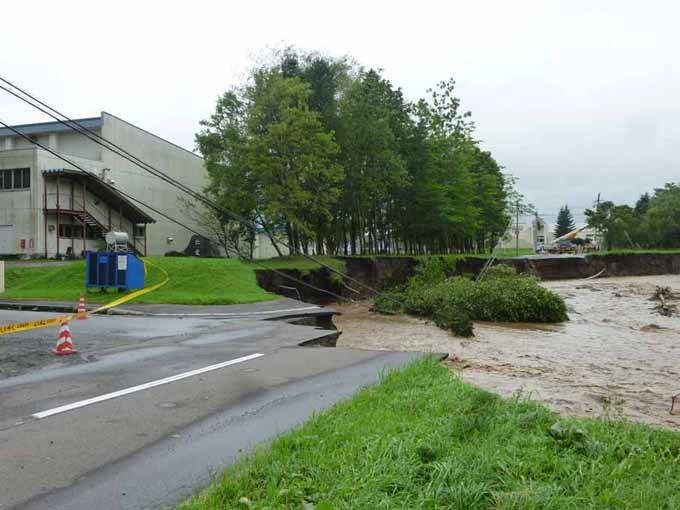 新得小学校通学路 川の浸食による決壊