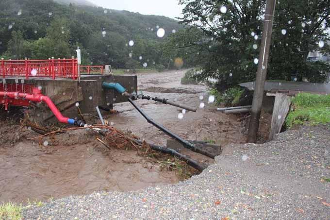 断水の原因となった新得神社橋の崩落。(断水復旧まで1か月程)