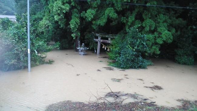 【堅田地区】神社の境内まで浸水した様子