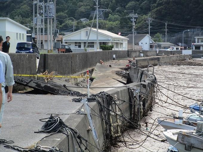 入津漁港(蒲江竹野浦河内)の護岸決壊