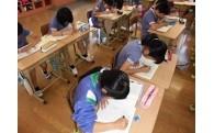 小・中学校の学習机が新しくなりました。