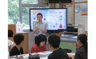 大月小学校へ電子黒板の導入