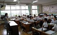 小学校教室へ空調設備を設置しました