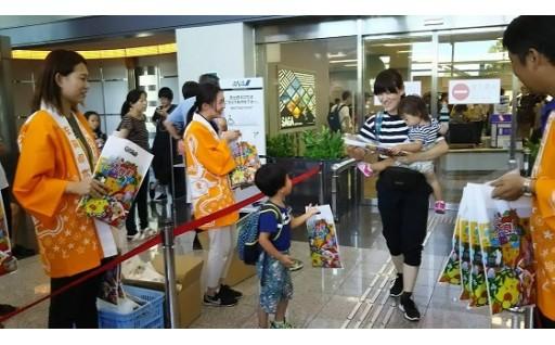九州佐賀国際空港でミカンの無料配布をしました