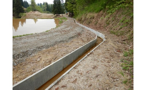 田んぼのための用水路を整備しました。