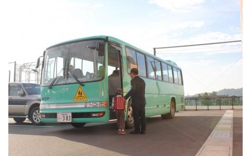 子ども達のためのスクールバスを購入しました!