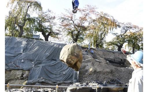 弘前城本丸の石垣解体作業が終了します