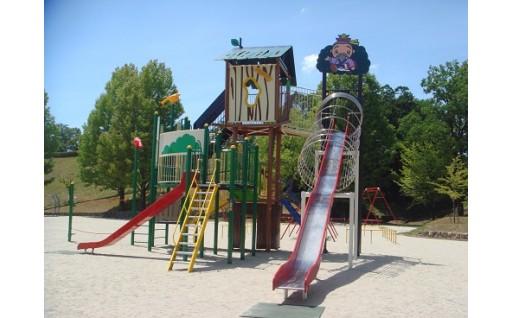 子供たちの笑顔のために、公園遊具を充実させました
