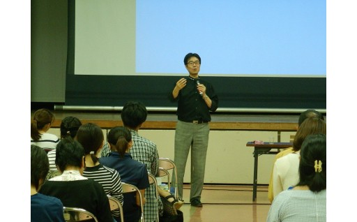 専門医による発達相談と講演会を開催しました。