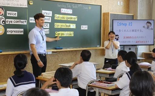 未来を担う児童生徒の外国語教育に活用しています。