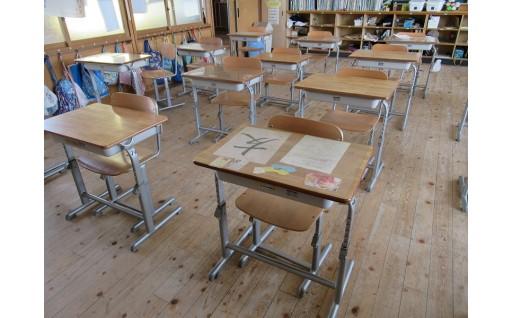 小中学校の机と椅子が新しくなりました