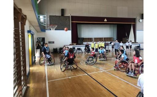市内小中学校で障害者スポーツ交流を行いました