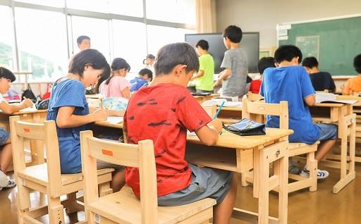 四万十ヒノキの教育施設用品導入費用へ