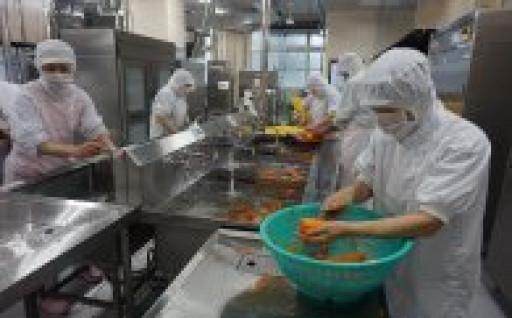 上峰小中学校で待望の自校式給食をはじめました!