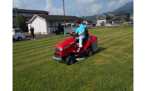 公園の管理のために、芝刈り機を購入しました!