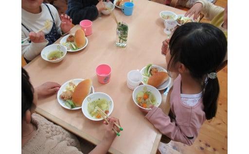 保育園等の給食費(副食費)を無償化しています